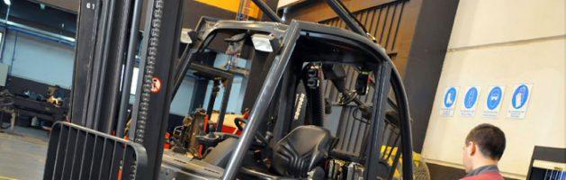 Mantenimiento de las carretillas elevadoras y características de ruedas y rodillos para transpaleta s